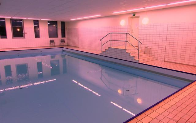 90fb76e6 ... Spydeberg kommune; Åpen svømmehall ungdomsskolen. Det er ingen grunn  til å rydde bort badebuksene. Fredag 9. oktober åpner svømmehallen på  ungdomsskolen ...